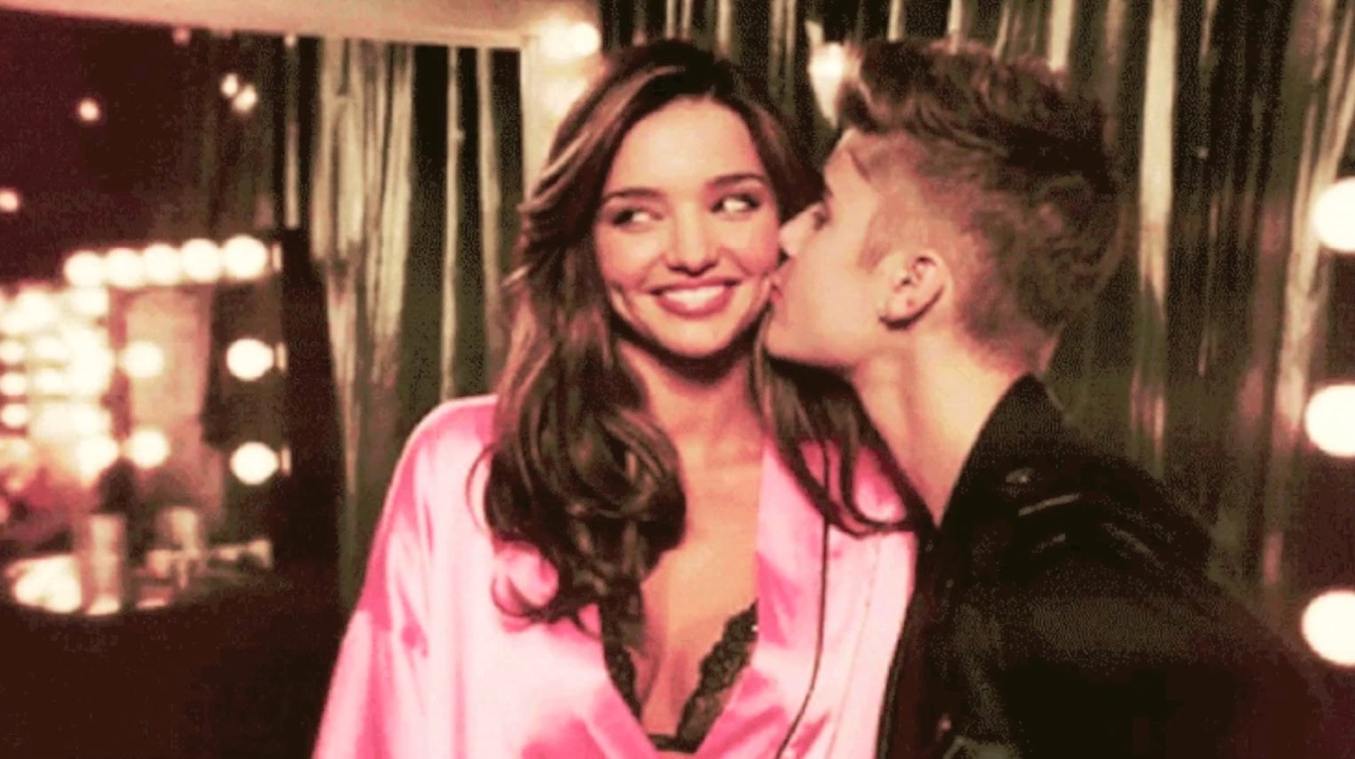 Justin-kissing-Miranda-Kerr