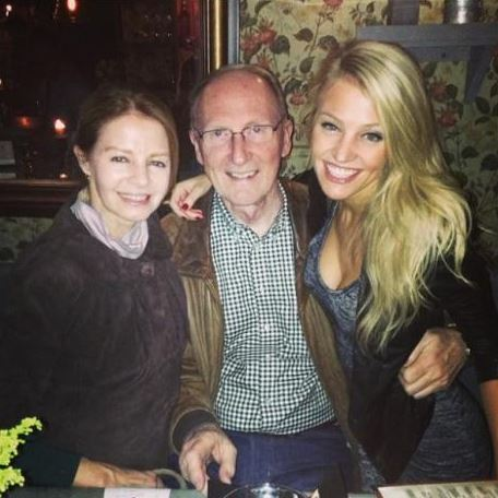 Carley Shimkus With Her Mother And Father
