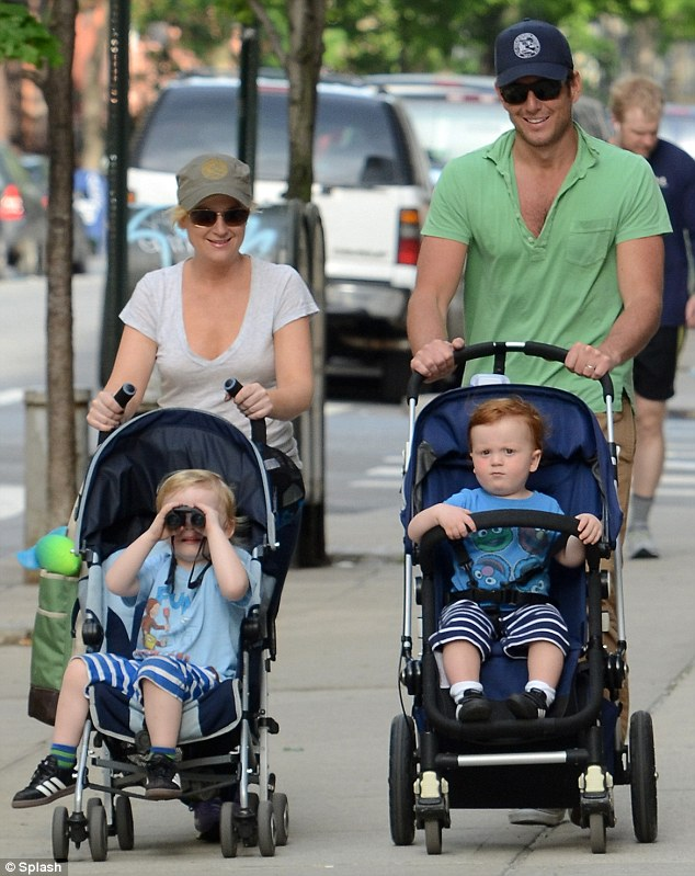 Amy-Poehler-Will-Arnett-and-their-sons
