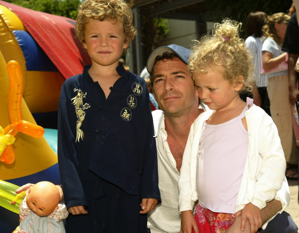 Luke Perry with his kids and they are grown up