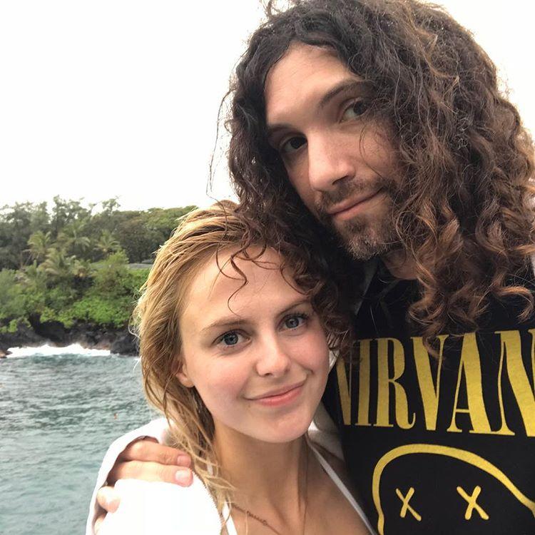Dan Avidan - cazibeli, Kız arkadaşı Ashley